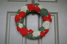 Christmas Jute Yarn Wreath/Burlap Flowers/Roses/Jingle Bells/Holiday/Winter