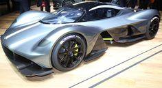 Horacio Pagani, che a Ginevra ha esibito la Huayra Roadster, biposto scoperta costruita in fibra di carbonio e titanio, motorizzata con un V12 Mercedes-AMG da 764 cv e messa in vendita a 2,7 milioni di euro.