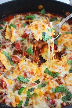 Sartén de Ravioles con queso y salchicha italiana | 27 Recetas para todos los amantes de la pasta