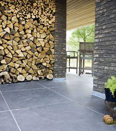 Böden aus Naturstein: Für das stilvolle und schöne Zuhause. Grey Floor Tiles, Concrete Slab, Living Area, Firewood, Natural Stones, Flooring, Wall, House, Design