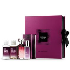 Our White Musk® Smoky Rose fragrance is an intense drop of daring musk with a rebellious heart of smoked black rose accord. This packaged deluxe set comes complete with a notebook, the ideal gift for lovers of all things daring.