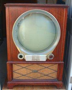 A Guide To Plasma TVs One of the newest additions in television technology, Plasma Televisions are the display devices which are fast becoming Vintage Television, Television Set, Radios, Mid Century Decor, Mid Century Design, Tvs, Radio Record Player, Old Technology, Vintage Appliances