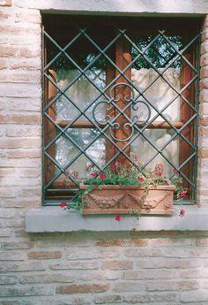 Realizzazione di inferriate - Roma - LA.FER.PI. Window Grill Design Modern, Grill Door Design, Window Design, Iron Windows, Steel Windows, Windows And Doors, Window Security Bars, Window Bars, Wrought Iron Fences
