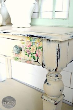 Painted+Wood+Desk+with+Flower+Detail