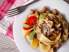 Creamy papardelle with sauteed chanterelles and sage (scroll down for english)