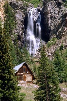 Silverton Colorado - my dream home (cabin in the woods with a waterfall nearby) Theme Nature, Log Cabin Homes, Log Cabins, Mountain Cabins, Cabin In The Woods, Little Cabin, Cabins And Cottages, Cozy Cabin, My Dream Home