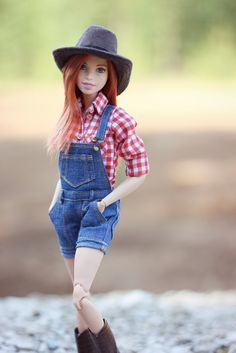 Midge down on the farm by H_Rose Barbie Life, Barbie World, Barbie House, Barbie Tumblr, Models Men, Realistic Barbie, Diy Barbie Clothes, Barbie Stuff, Barbie Fashionista Dolls