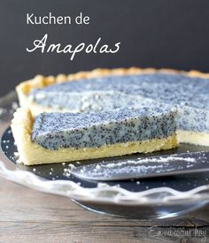 {recipe in English and Spanish} Poppy seed tart, a German kuchen. This will be the talk of your party. Sweet Recipes, Cake Recipes, Dessert Recipes, Desserts, Tortas Light, Chilean Recipes, Chilean Food, Poppy Seed Cake, Cupcakes