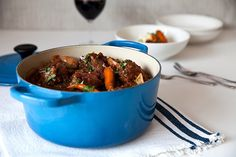 Slow cooked in red wine and stock, this tasty oxtail recipe is flavoursome and super straightforward to prepare. A worthwhile classic to master. Oxtail Recipes, Jamaican Recipes, Crockpot Recipes, Cooking Recipes, Oxtail Stew Slow Cooker, Braised Oxtail, Oxtail Soup, South African Recipes, Crock Pot Cooking