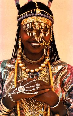 Ethiopian Karo tribe woman - Many tribes in the Mediteraninan and Middle East wore/wear  all their Dowry as jewelry and is worn almost all the time..therefore always having it with them. It was an advertisement as to whether she had a rich family or not, making her more desirable. And, of course, as an adornment to enhance their beauty.