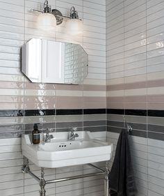 Bathroom wall decor rustic shower doors new ideas Rustic Desk, Rustic Kitchen, Rustic Furniture, Rustic Industrial, Industrial Bathroom, Modern Rustic, Rustic Wood, Loft Bathroom, Rustic Cafe