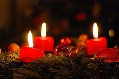 Vianočné pohľadnice a pozdravy pre vašich blízkych. Pošlite elektronické vianočné priania svojim priateľom a rodine zdarma na e-mail. Vyberte si z desiatok nádherných pohľadníc aj s textom, alebo pošlite pozdrav s vlastnou fotkou a vinšom. Christmas Eve Candlelight Service, New Year's Crafts, Christmas And New Year, Birthday Candles, Advent, Christmas Decorations, Silent Night, Tuesday, Faith