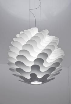 Evocative lamp made from different sized sheets of aluminium, placed on top of one another to create layers around a blown glass luminous cylinder that reflects the light onto the elements.  The light and shade effects, which change according to the angles, give the design dynamism and are reminiscent of waves.