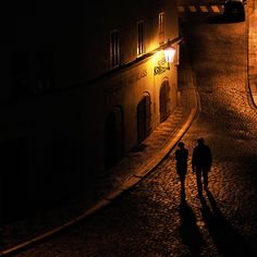 romantic Prague night - reminds me of those walks with Stan, immediate post-communist times, us walking down all those deserted Prague streets, our footsteps echoing like in some old English mystery movies - and look at Prague now!! A different story altogether ...