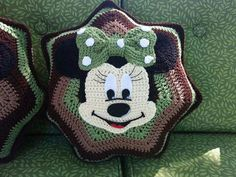 love minnie mouse, but this just needs some red there to much green