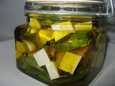 Bazsalikomos - fokhagymás pácolt sajt Pickles, Feta, Cucumber, Mason Jars, Recipes, Image, Gastronomia, Recipies, Mason Jar