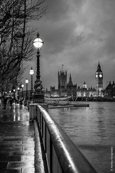 London by Andrey Vinogradov / Gray Aesthetic, Black Aesthetic Wallpaper, Black And White Aesthetic, Aesthetic Backgrounds, Aesthetic Wallpapers, Black And White Picture Wall, Black And White City, Black White Photos, Photo Black