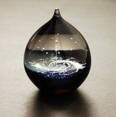 <神秘的>ずーっと見ていても飽きない「宇宙ガラス」が素敵♡てのひらの中に小さい宇宙を♪   Jocee