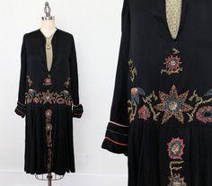1920s Dress / 20s Embroidered Silk Flapper Dress / MUSEUM / M L
