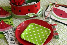 summer-party-ideas-watermelon-theme-picnic-place-setting.jpg