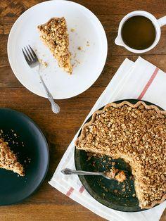 Caramel apple crumb pie - vegan