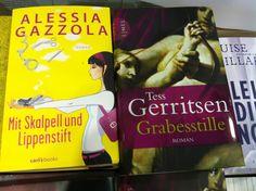 Alessia Gazolla next to Tess Gerritsen in a bookshop in Munich.