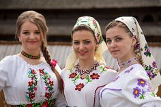 Romanian beauties in traditional costumes Folk Costume, Costumes, Culture, Traditional, Detail, Beauty, Fashion, Embroidery, Moda