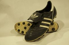 Profi Liga (1997)   Size 9.5 (US) 27.5 CM   Kangaroo Leather  Retro version of the original Copa Mundial. This shoe recreated the feel and touch of the Copas I owned back in the late 80s. Even though I lost a toenail breaking these in, this pair is easily the best soccer shoe I have ever worn.