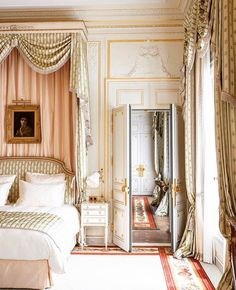 ": ""RITZ PARIS 