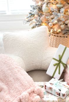 Super cozy lounge around pillow that would make a great Christmas gift for teen girls! Christmas Gifts For Teen Girls, Teenage Girl Gifts, Christmas Gifts For Men, Christmas Gift Guide, Gifts For Teens, Inexpensive Christmas Gifts, Driven By Decor, Non Toy Gifts, Best Gifts For Her
