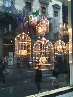 images of Cartier's window displays | Windows and Visual Merchandising in Florence