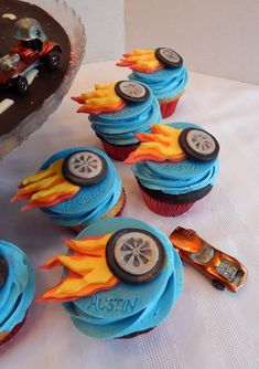 Hot Wheels Cake Austin's Hot Wheels cake and cupcakes! 8 inch cake and 2 dozen cupcakes! All candy clay and buttercream, all edible. Bolo Hot Wheels, Hot Wheels Cake, Hot Wheels Party, Themed Cupcakes, Birthday Cupcakes, Birthday Party Themes, Birthday Ideas, Wheel Cake, Hot Wheels Birthday