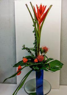 Banane sorgt für Glücksgefühle :-)  #Exotenstrauß   #Banane   #Coccinea   #Nadelkissen   #Floristik   #formallinear   #floralart    EBK-Blumenmönche Blumenhaus – Google+