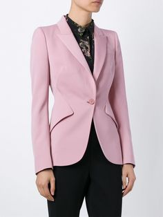 Shop Alexander McQueen fitted blazer in Vitkac from the world's best independent boutiques at farfetch.com. Shop 300 boutiques at one address.