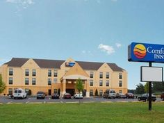 Madison (IN) Comfort Inn United States, North America Comfort Inn is a popular choice amongst travelers in Madison (IN), whether exploring or just passing through. Featuring a complete list of amenities, guests will find their stay at the property a comfortable one. Service-minded staff will welcome and guide you at the Comfort Inn. Each guestroom is elegantly furnished and equipped with handy amenities. Access to the hotel's sauna, golf course (within 3 km), indoor pool will ...