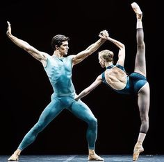"<<Alicia Amatriain (Stuttgarter Ballett) and Roberto Bolle (Teatro alla Scala) ""In the Middle, Somewhat Elevated"", choreography, staging, lighting and costume by William Forsythe, music by Thom Willems and Leslie Stuck, 2008 Bolle Tour, Roberto Bolle and Friends, Milan, Italy (July 2008)>>"