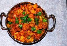 Cauliflower Sabzi | http://holycowvegan.net/2010/03/spicy-cauliflower-subzi.html