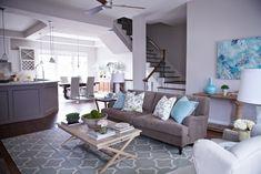 Wohnzimmer Grau Weiß Einrichten, Ideen Zum Nachmachen, Wohnküche Blaue  Elemente An Der Deko