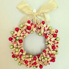awesome cork wreath DIY christmas wreath ideas green red ornaments wine cork silk ribbon More Wine Craft, Wine Cork Crafts, Wine Bottle Crafts, Wine Bottles, Baby Bottles, Plastic Bottles, Noel Christmas, Christmas Wreaths, Christmas Decorations