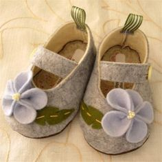 Adorable! felt shoes, reasonably easy-looking to make.