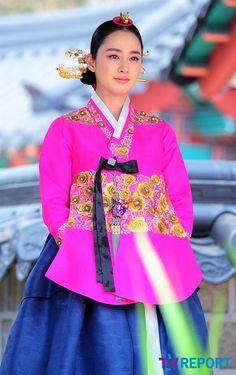 Jang Ok-jung, Living by Love = 희빈장씨 [Lady Jang Hui-bin] - 김태희(Kim Tae-hee) in concubine #hanbok, traditional korean but beautiful modern style jacket #kDrama