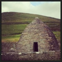 """See 36 photos and 1 tip from 279 visitors to Gallarus Oratory. """"They've stopped taking OPW Heritage cards, but the admission prices are not that high. Ireland Map, Shelter, Places To Visit, Building, Travel, Life, Voyage, Buildings, Viajes"""