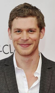 Bio: Joseph Morgan (born Joseph Martin on May 1981 in London, England) is a British actor, best known for playing vampire Klaus Mikaelson on The CW's The Vampire Diaries and The Originals. Klaus From Vampire Diaries, Vampire Diaries Wallpaper, Vampire Diaries Funny, Vampire Diaries The Originals, Joseph Morgan, Don Draper, Hollywood Life, Hollywood Actor, Klaus Und Caroline