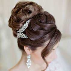 Wedding Hairstyle Get inspired for your Big Day hairdo with our round up of utterly romantic wedding hairstyles. - Get inspired for your Big Day hairdo with our round up of utterly romantic wedding hairstyles. Wedding Hairstyles For Long Hair, Elegant Hairstyles, Wedding Hair And Makeup, Bride Hairstyles, Pretty Hairstyles, Hair Makeup, Twisted Hairstyles, Hairstyle Ideas, Vintage Bridal Hairstyles