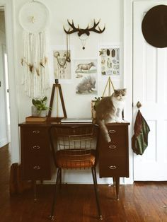 I'm newly obsessed with vintage desk chairs. Decoration Inspiration, Interior Inspiration, Home Interior, Interior Design, My New Room, Home Design, Home And Living, Office Decor, Sweet Home