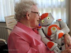 Dit is de dag reportage over Zora de zorgrobot voor ouderen in tehuizen
