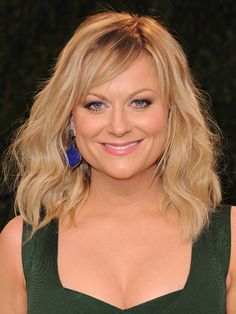 Amy Poehler's hairstyle looks carefree and makes her look younger.  Oh, how I wish I had good hair. :(