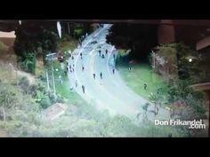 Con armas artesanales son atacados los policías de ESMAD en la vía Panam...