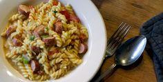 Kitchen Elf: Eenpans hotdog pasta met mosterd roomsaus