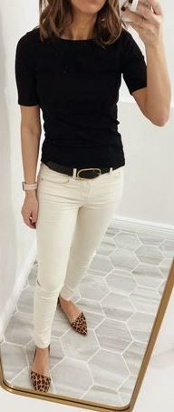 17 Stunning Casual Women Work Outfits Stunning Casual Women Work Outfits, Casual work outfits code guidelines are often daunting for a lady within the modern workplace. In a culture where women are st Spring Work Outfits, Casual Work Outfits, Work Casual, Casual Looks, Work Attire, Womens Business Casual Outfits, Casual Work Clothes, Women Work Outfits, Spring Outfits Women Casual